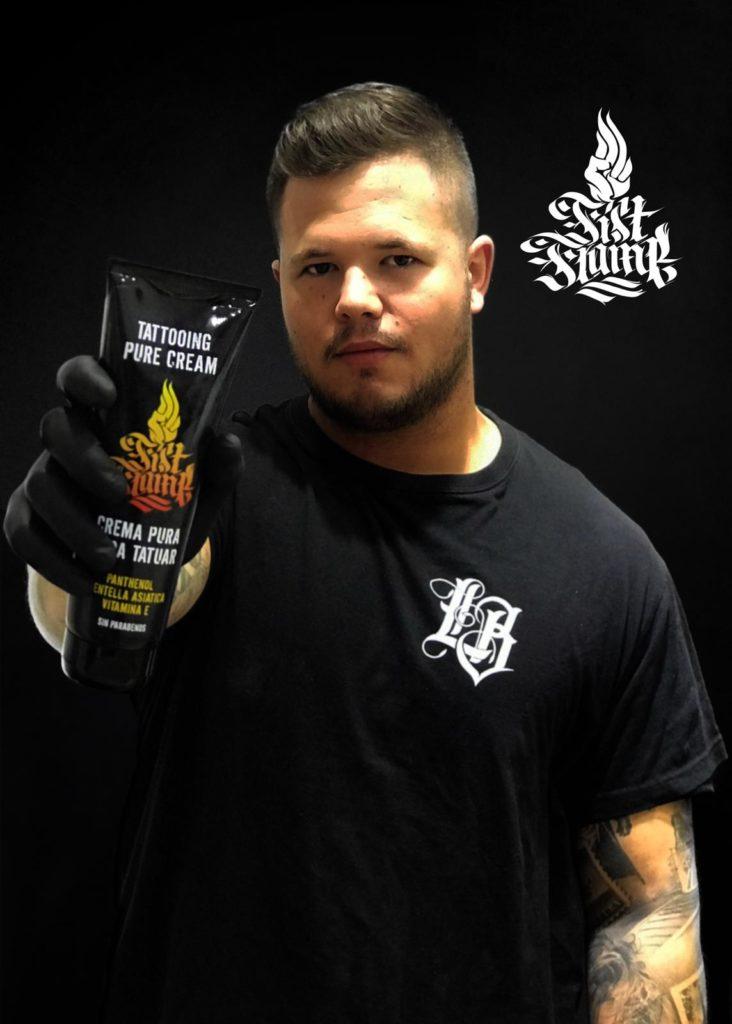 Hector Mateo tatuador para Fist Flame